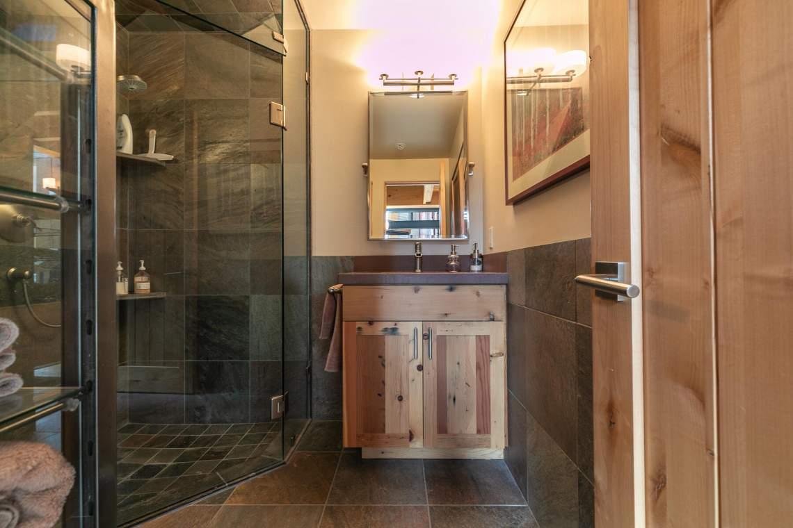 10559-The-Strand-Truckee-CA-96161-USA-021-001-Bathroom-one-MLS_Size
