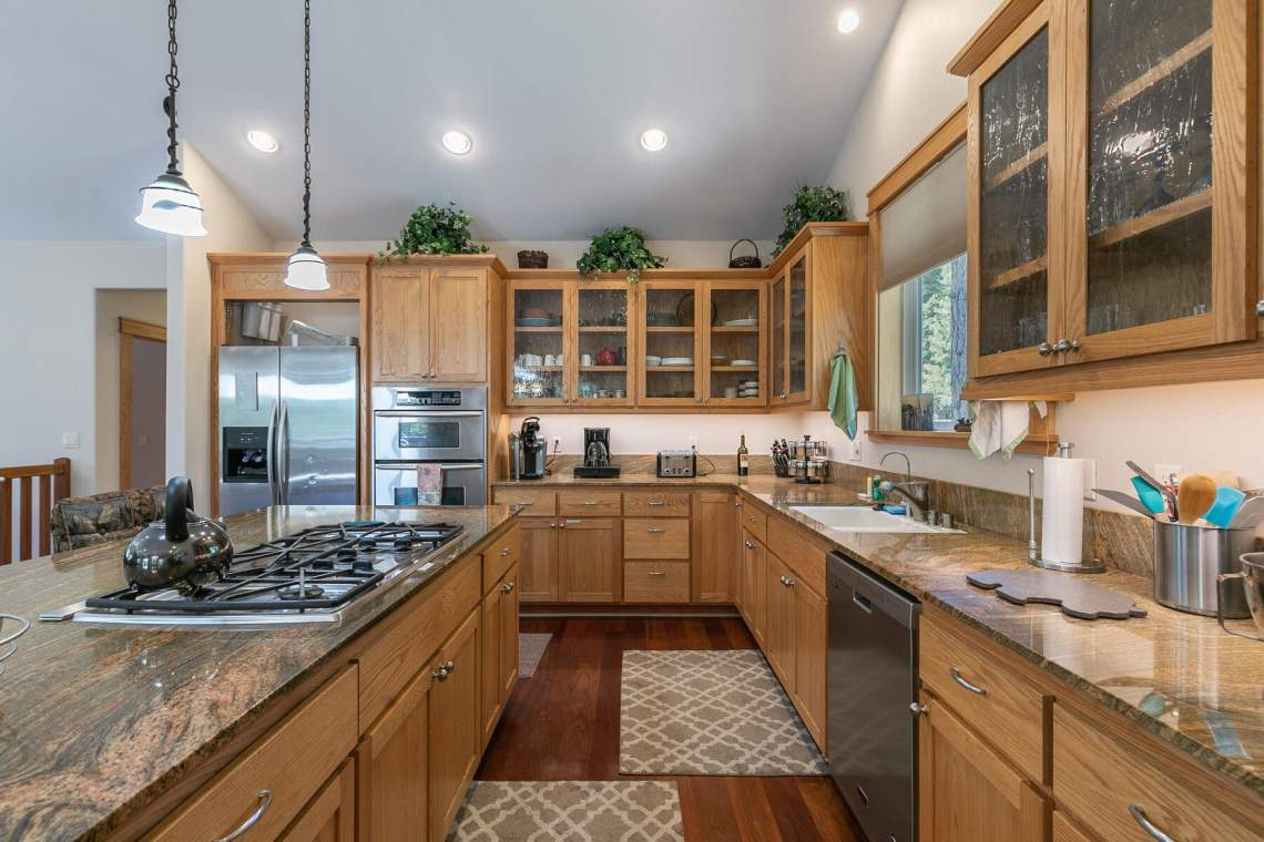 1060-Bristol-Cir-Kings-Beach-CA-96143-USA-017-026-Kitchen-MLS_Size