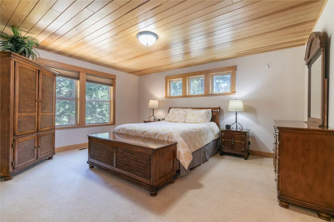 1060-Bristol-Cir-Kings-Beach-CA-96143-USA-034-020-Bedroom-Two-MLS_Size