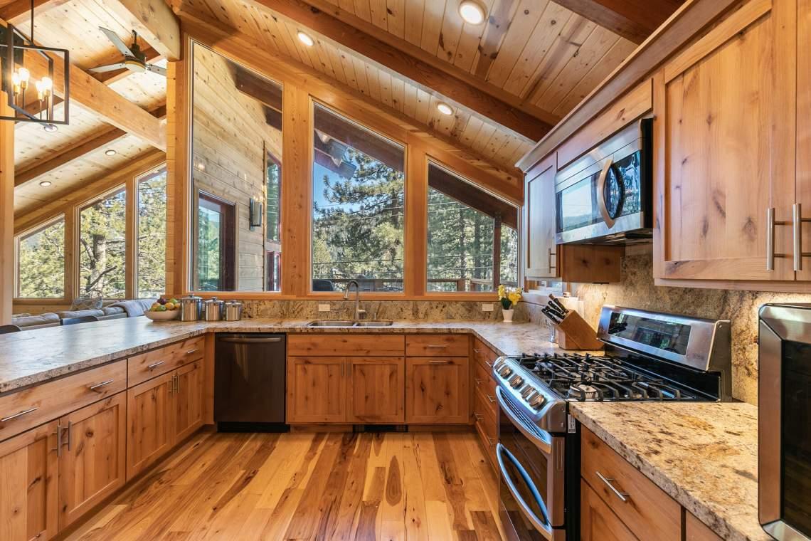 1084-Lanny-Ln-Tahoe-City-CA-96145-USA-014-039-Kitchen-MLS_Size