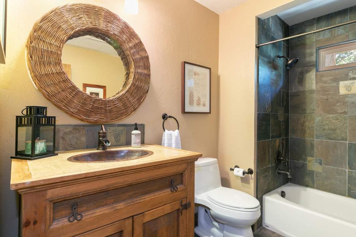 11528-Zermatt-Dr-Truckee-CA-96161-USA-015-019-Bathroom-Two-MLS_Size