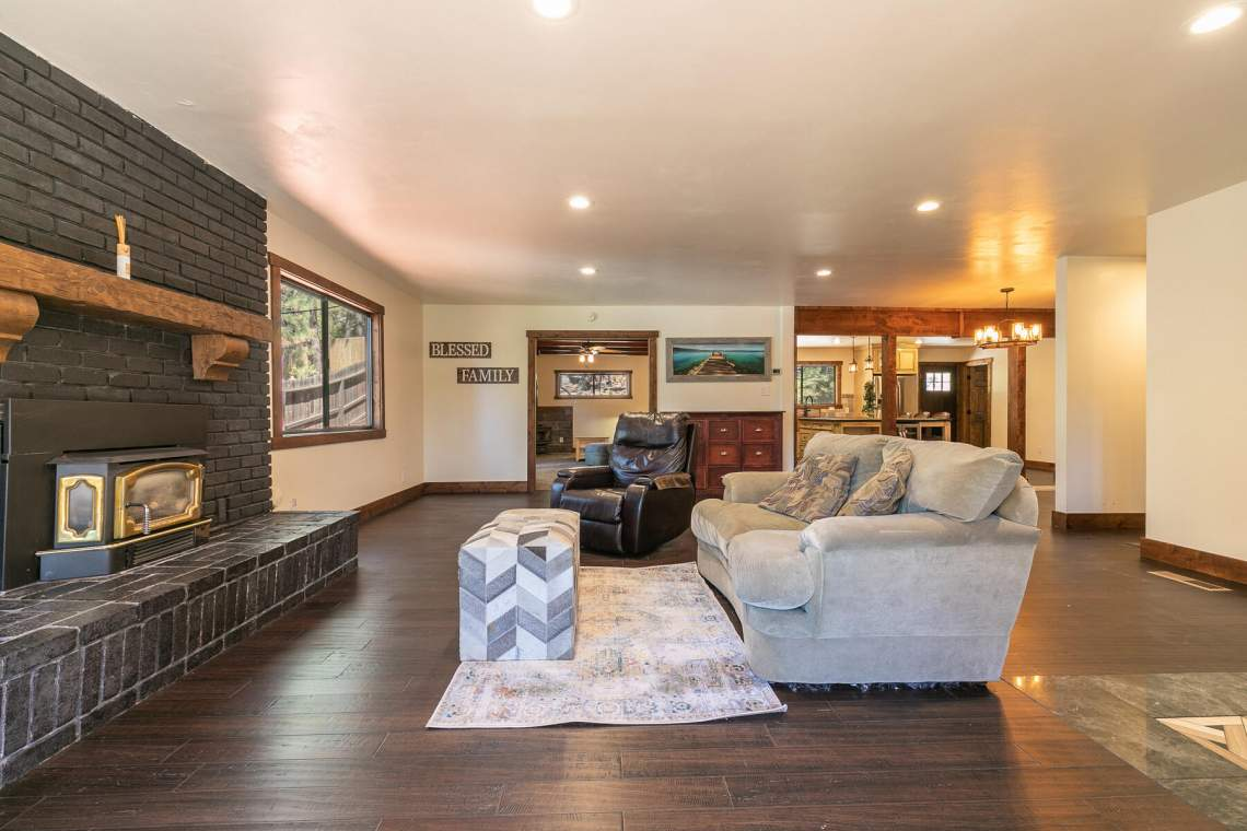 11596-Brook-Ln-Truckee-CA-96161-USA-012-031-Living-Room-MLS_Size