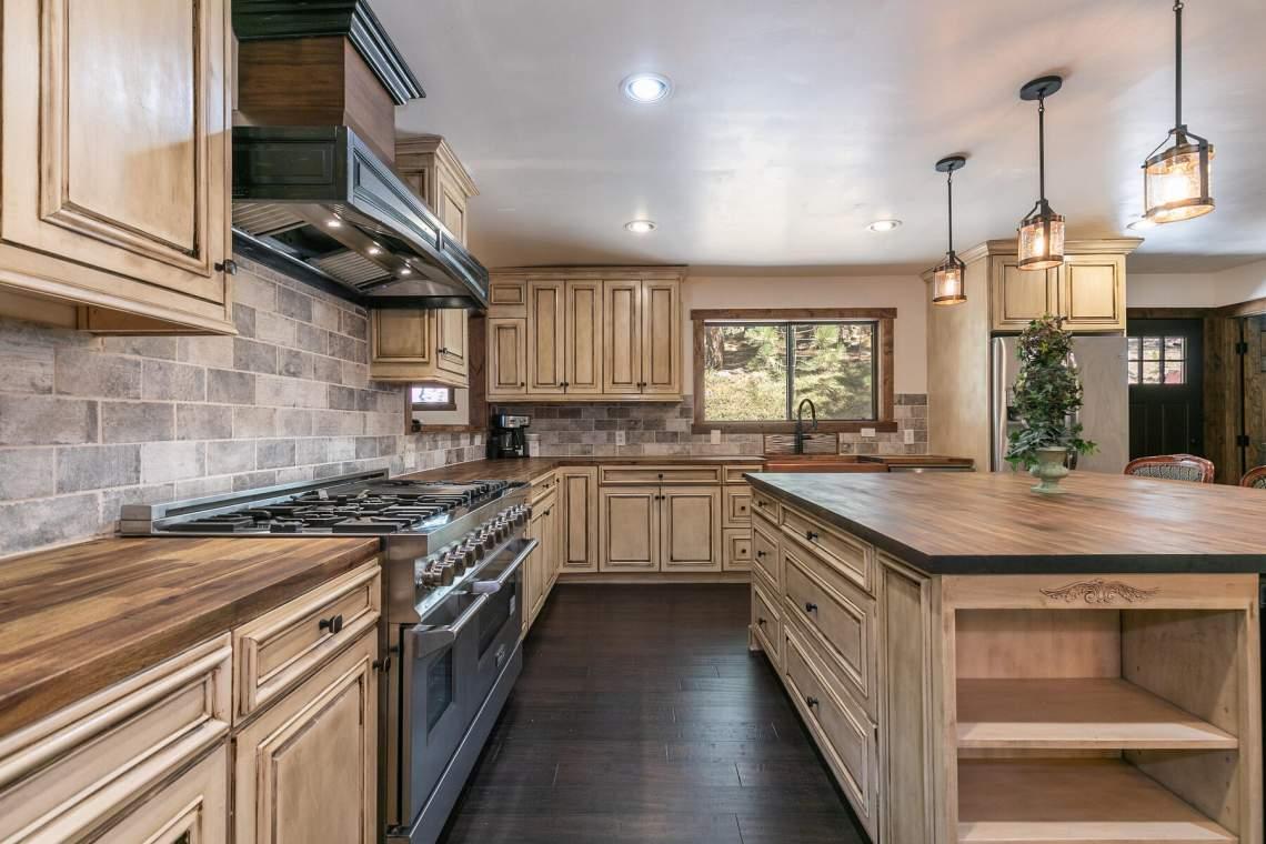 11596-Brook-Ln-Truckee-CA-96161-USA-019-028-Kitchen-MLS_Size