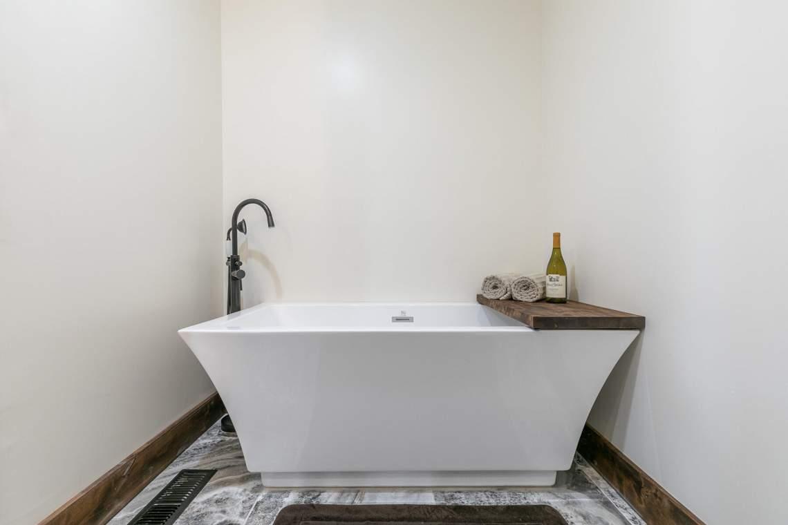 11596-Brook-Ln-Truckee-CA-96161-USA-024-012-Bathroom-Three-MLS_Size