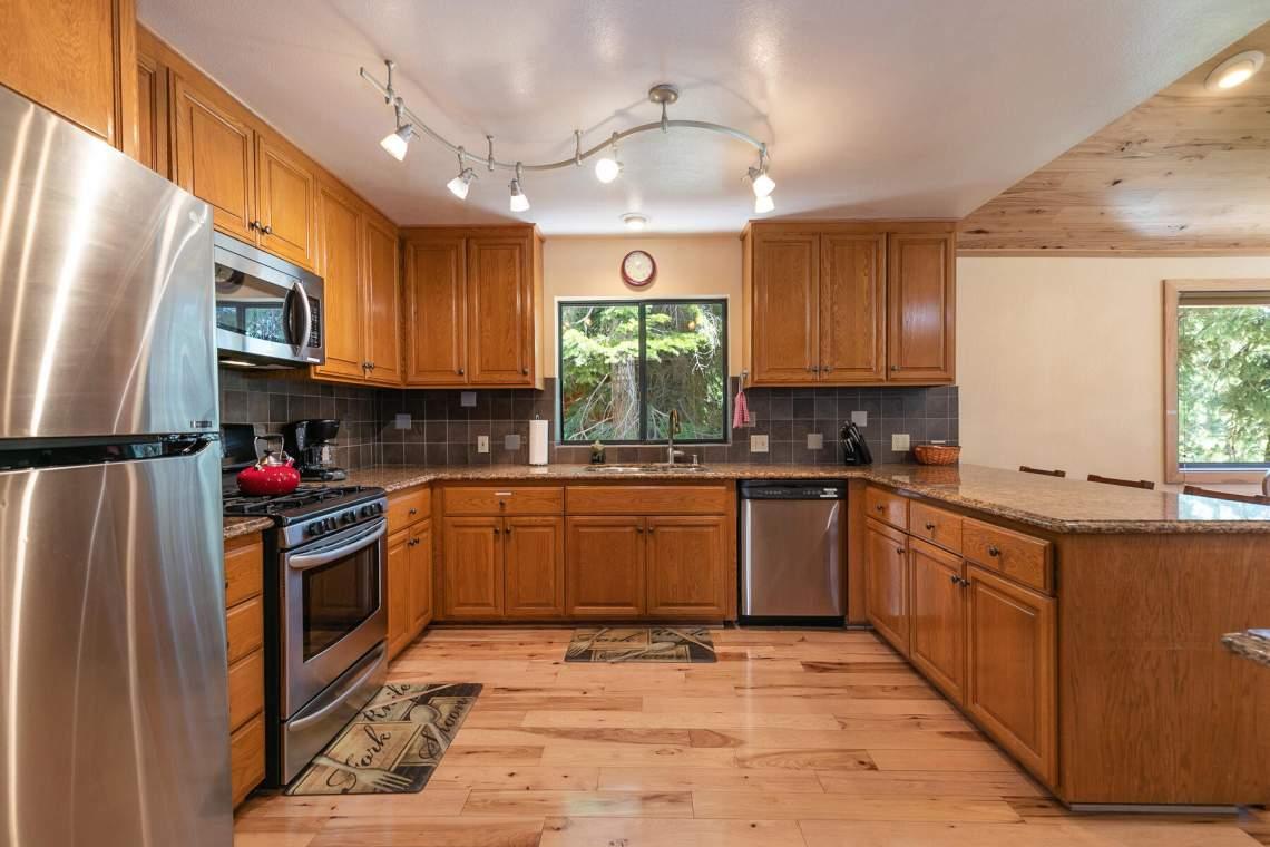 1319-Jester-Ct-Tahoe-Vista-CA-96148-USA-030-028-Kitchen-MLS_Size