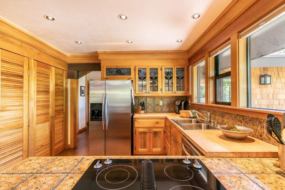 171-Edgewood-Dr-Tahoe-City-CA-96145-USA-013-010-Kitchen-MLS_Size