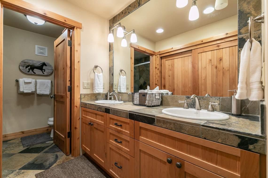 1755-Grouse-Ridge-Rd-Truckee-CA-96161-USA-016-016-Bathroom-One-MLS_Size