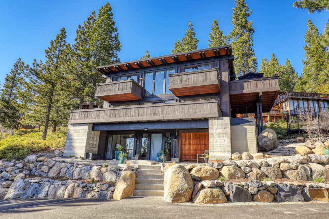 19-Lassen-Dr-Tahoe-City-CA-96145-USA-022-023-Exterior-Front-MLS_Size