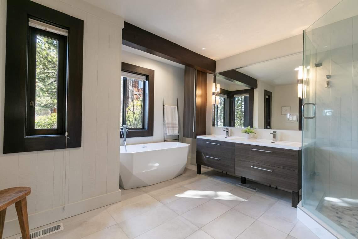 19-Lassen-Dr-Tahoe-City-CA-96145-USA-028-030-Bathroom-Two-MLS_Size