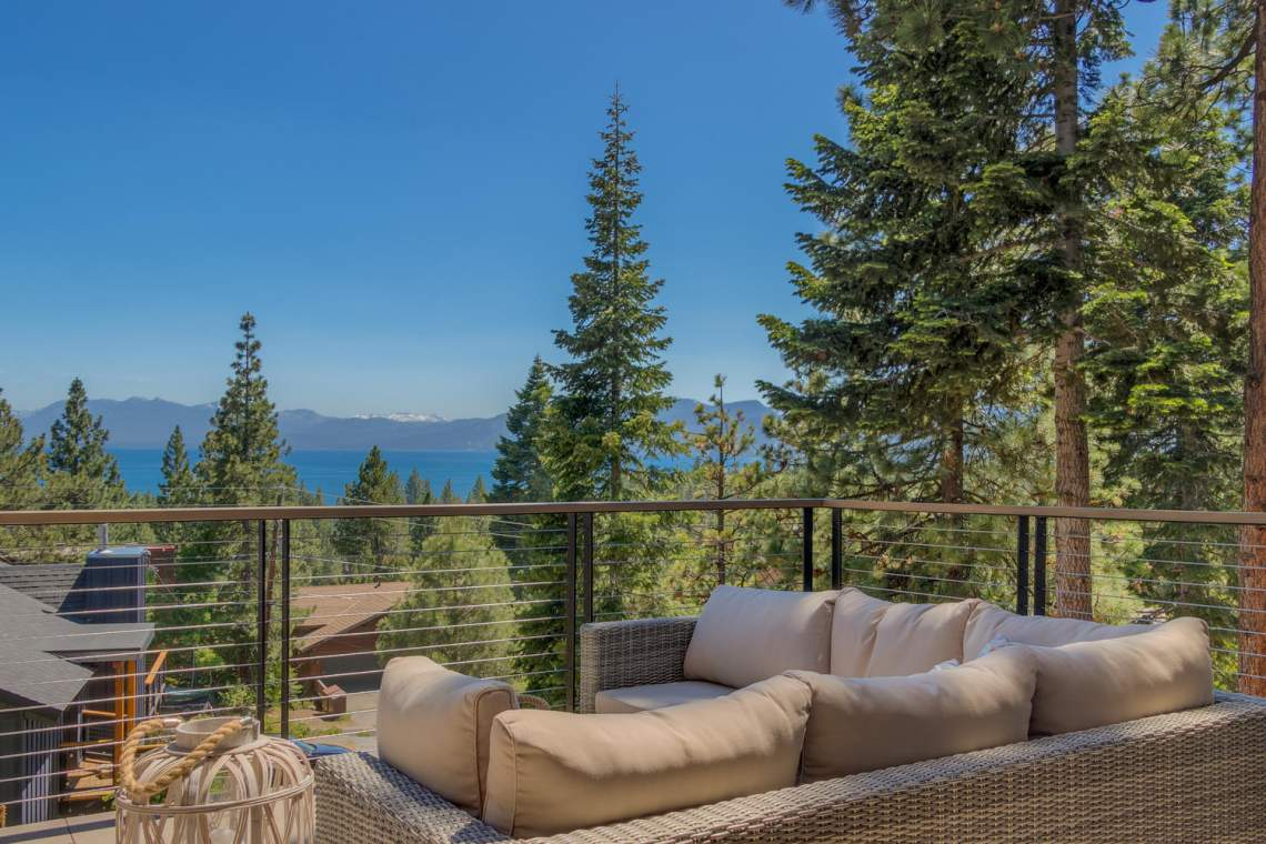 240-Briarwood-Cir-Tahoe-City-large-017-008-Main-Patio-1500x1000-72dpi
