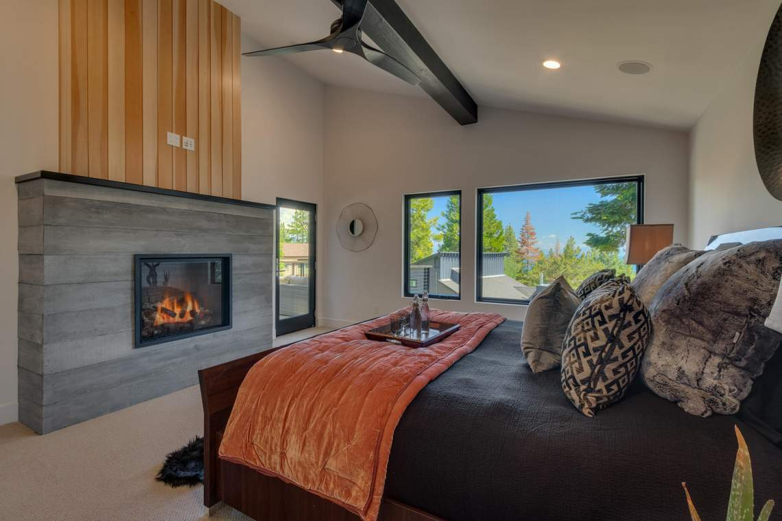 240-Briarwood-Cir-Tahoe-City-large-020-026-Bedroom-En-suite-1500x1000-72dpi