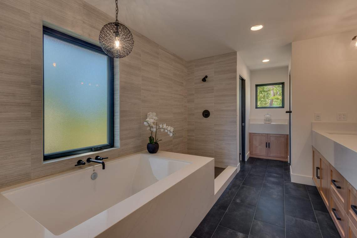 240-Briarwood-Cir-Tahoe-City-large-022-025-Bathroom-1500x1000-72dpi