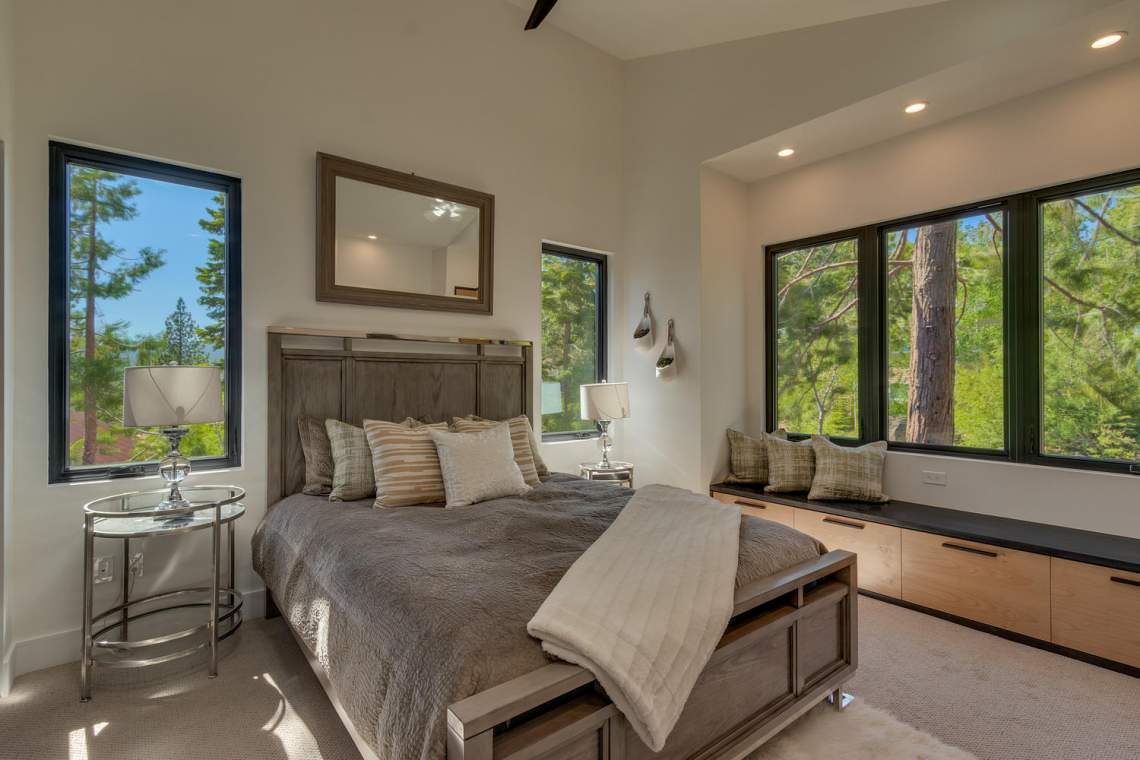 240-Briarwood-Cir-Tahoe-City-large-023-030-Bedroom-En-suite-1500x1000-72dpi