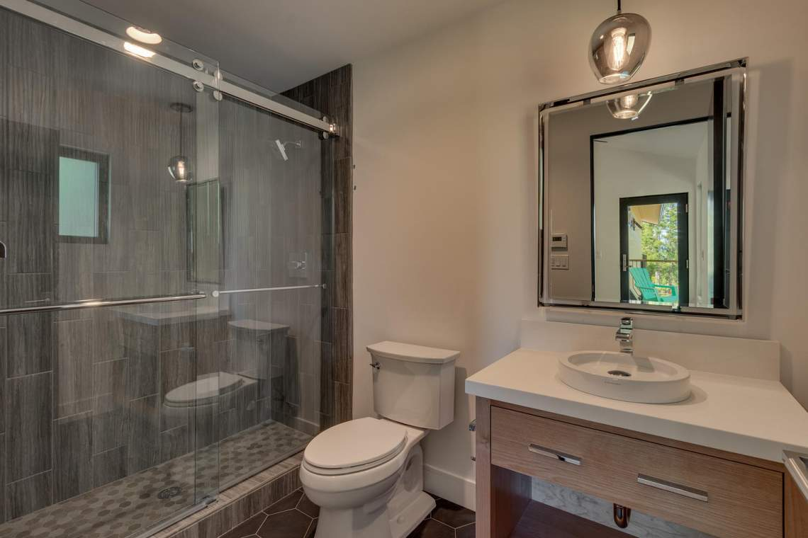 240-Briarwood-Cir-Tahoe-City-large-026-020-Bathroom-1500x1000-72dpi