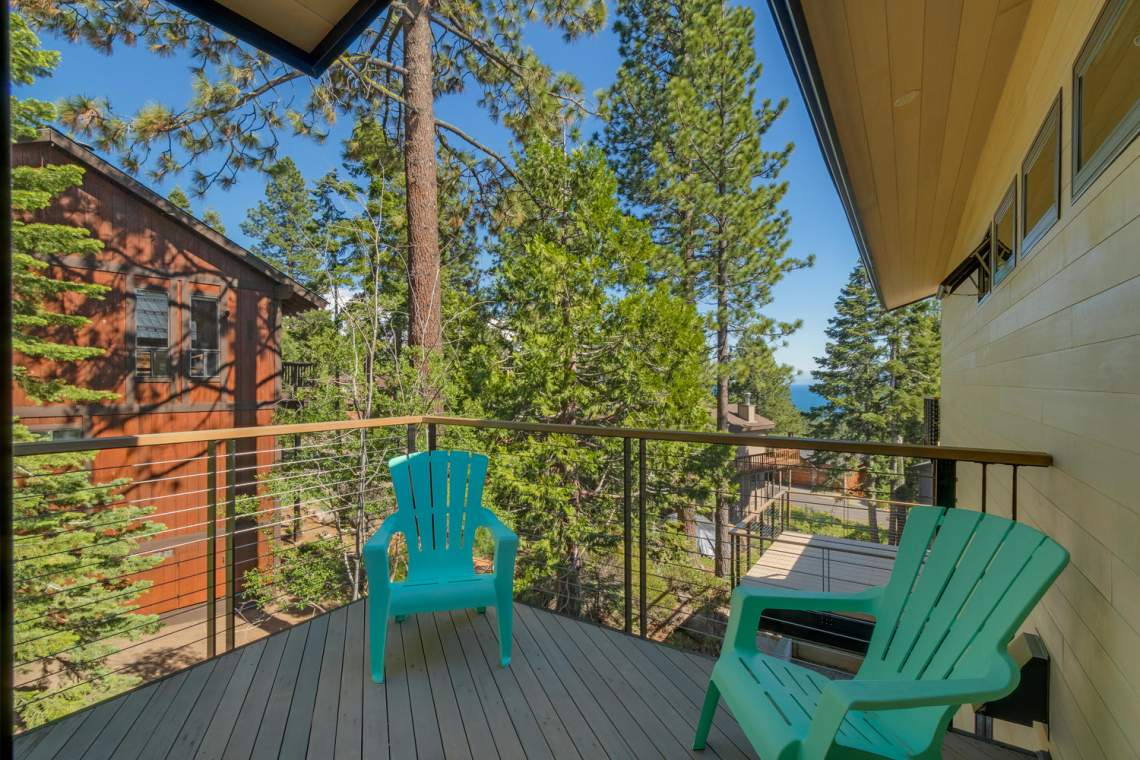 240-Briarwood-Cir-Tahoe-City-large-027-034-Side-Patio-1500x1000-72dpi