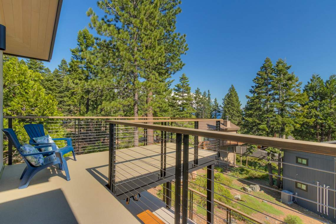240-Briarwood-Cir-Tahoe-City-large-029-035-Bedroom-Patio-1500x1000-72dpi