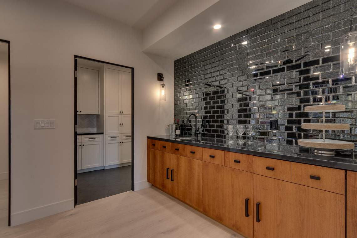 240-Briarwood-Cir-Tahoe-City-large-032-017-Wet-Bar-1500x1000-72dpi