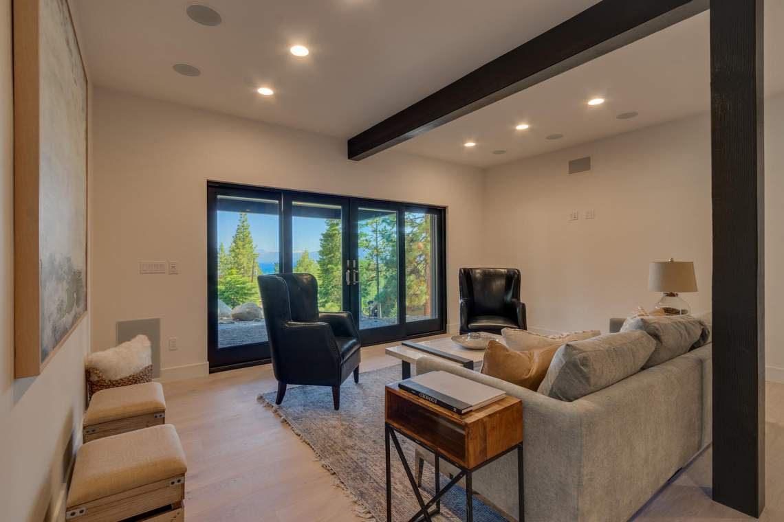 240-Briarwood-Cir-Tahoe-City-large-038-036-Family-Room-1500x1000-72dpi