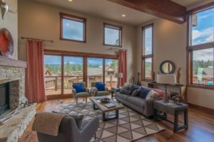 DISCOVER THE MAGIC OF LAKE TAHOE LIVING IN THIS CONTEMPORARY TRUCKEE TOWNHOME