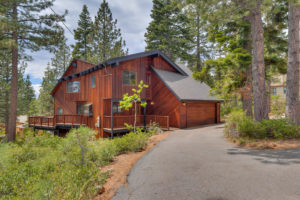 NEW LISTING – LOVELY DOLLAR POINT MOUNTAIN HOME
